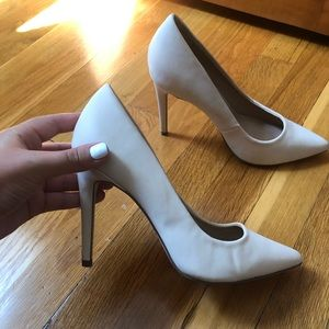 CUTE HEELS NEVER WORN
